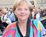Angela Merkel repete roupa e não passa despercebida. Vaidade zero!