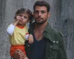 Um flagra do papai Cauã Reymond e de sua pequena Sofia no Rio