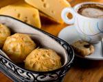 Que tal, para este fim de tarde, um pão de queijo… De gruyère? Aprenda!