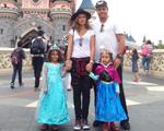 Pelo mundo: Ronaldo leva filhas para a Eurodisney com Paula Morais