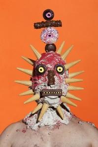 Artista faz obras com açúcar e ironiza paranoias da sociedade moderna