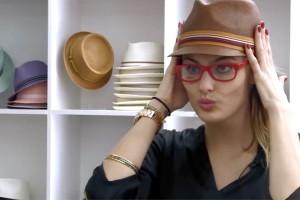 Vogue Eyewear e Isabeli Fontana pelas ruas de Paris. Play pra conferir!