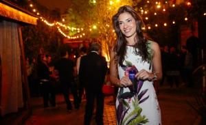 DJ Marina Diniz comemora aniversário na pista de dança