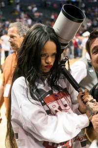 Rihanna, que não para nunca, deve lançar sua própria marca de roupas