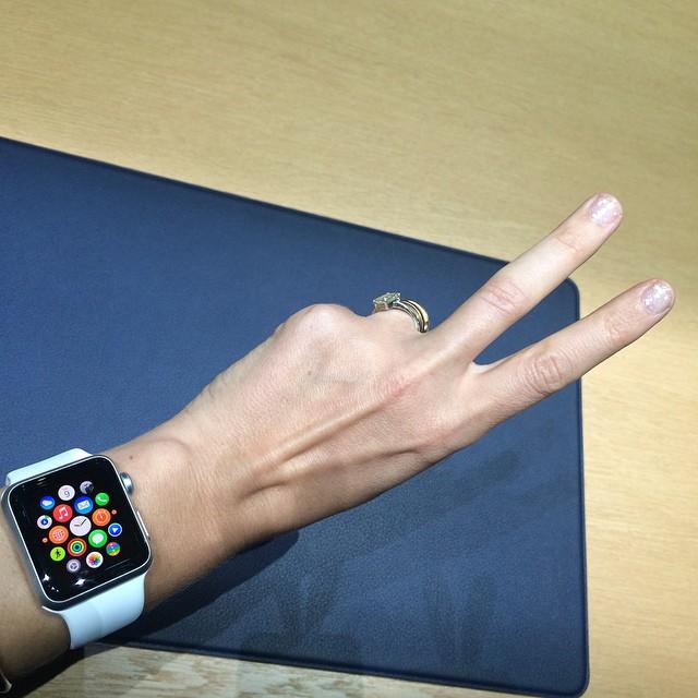 f22a05206a7 Apple lança relógio que se conecta ao iPhone