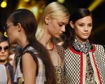 Beleza na Semana de Moda de Milão vai do delineado ao rabo de cavalo