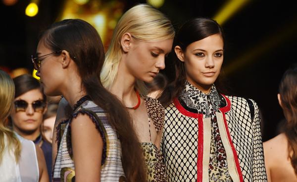 989ea0204ab Beleza na Semana de Moda de Milão vai do delineado ao rabo de cavalo ...