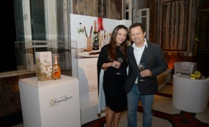 Perrier-Jouët lança garrafa assinada por Vik Muniz