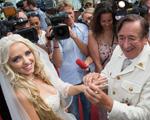 Milionário austríaco de 81 anos se casa com ex-coelhinha da Playboy