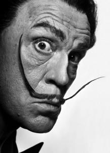 John Malkovich encarna personagens de imagens icônicas