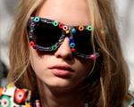 Marcas e celebs apostam: óculos inusitados e cheios de personalidade