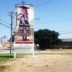 Mario Testino agora expõe suas damas peruanas em Dallas