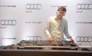 Pedrinho Braun aprende a ser DJ com o duo Pietra Bertolazzi e Mario Velloso