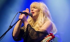 """Courtney Love troca o rock pela ópera: """"queria fazer algo desafiador"""""""