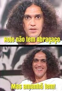 Caetano Veloso anuncia show no Rio com meme divertido no Instagram