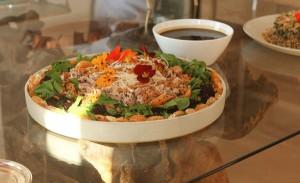 Buffet Charlô e sua salada thai – o sucesso do almoço de Deborah Roig
