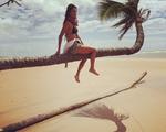 Carola Diniz comemora aniversário no maior estilo relax, na Bahia
