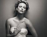 Charlize Theron e outras musas estrelam primeiro livro do fotógrafo Vincent Peters