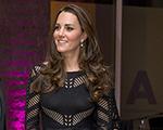Kate Middleton usa pretinho nada básico by Temperley em gala londrino