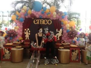 Letícia Alencar e seu Circo Vintage invadem o Jk Iguatemi