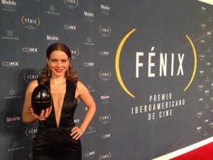 Leandra Leal vence premiação no México e compartilha com a gente