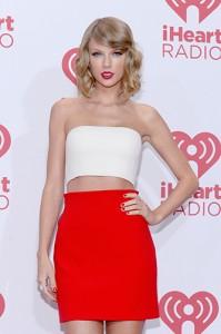 """Taylor Swift engrossa o time de estrelas do """"The Voice"""" americano"""