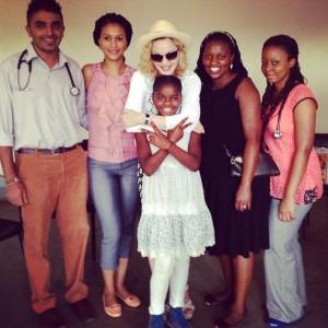 Madonna viaja ao Malawi para cuidar de projeto social. Confira