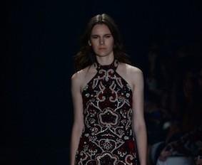 Na fashion week, vestido feito à mão de PatBo vale R$ 8 mil