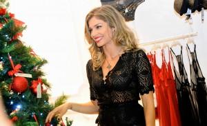 Grazi Massafera inaugura decoração de Natal da Intimissimi