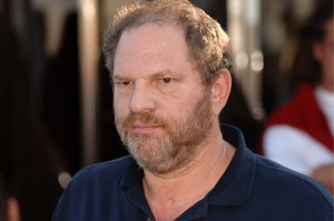Harvey Weinstein, da Miramax, erra o look e paga mico na Suíça