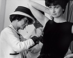 Período na França com Coco Chanel vira livro de fotos versão deluxe