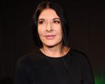 Marina Abramovic inspira edição limitada de móveis que é a cara dela