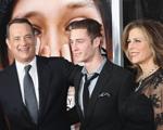 Medo de tabloides levou filho de Tom Hanks a revelar vício. Entenda!