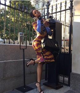 """Rihanna mostra que é fã de """"Scandal"""" em visita à Casa Branca. Se cuida, Kerry Washington!"""