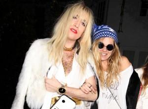 Kate Moss se fantasia de Cara Delevingne em festa de Halloween