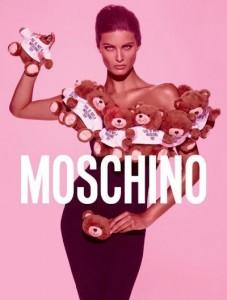 Isabeli Fontana mostra nova fragrância da Moschino: mais uma vez, Jeremy Scott surpreende!