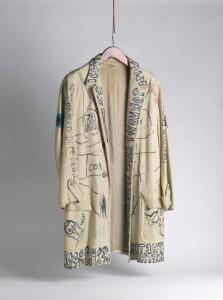 Jaqueta assinada por Basquiat é arrematada por R$ 23 mil em leilão