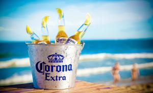 Praia e Corona têm tudo a ver. E se for em Trancoso, melhor ainda!