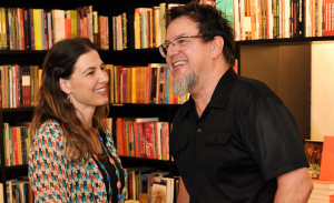 Tadeu Jungle lança livro na Livraria da Vila, em São Paulo