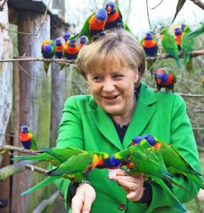 Do papa a Angela Merkel, 10 momentos inusitados entre líderes e animais
