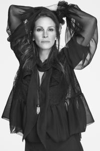 Givenchy recruta Julia Roberts para sua nova campanha com ares andróginos