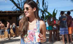 O Bar da Praia, em Milagres, é o point da temporada: só gente bonita e Corona geladíssima