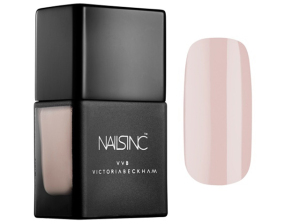 Victoria Beckham arma parceria com a Nails Inc. para duo de esmaltes