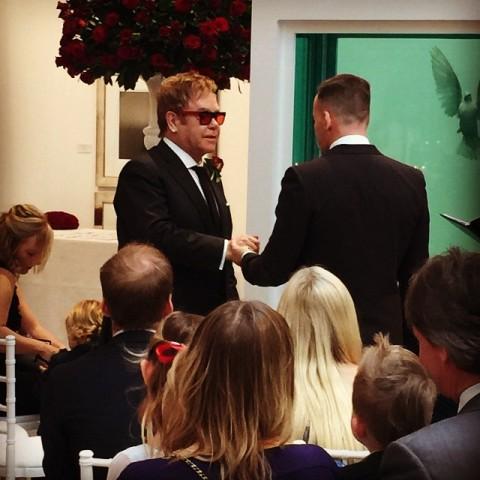 O momento do sim entre Elton John e David Furnish || Reprodução Instagram