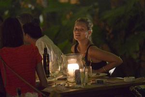 Kate Moss come pizza com Lea T em Trancoso. Ao flagra!
