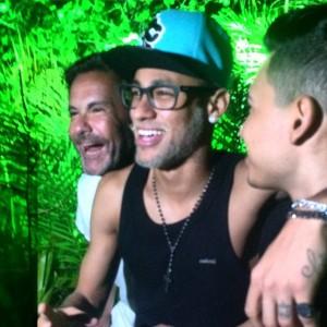 Extra! Neymar fala de Medina e de sua barba descolorida