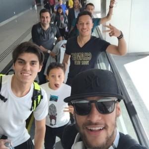 Neymar passeia com amigos, participa de programa e ainda faz festa. Tudo em 24 horas!