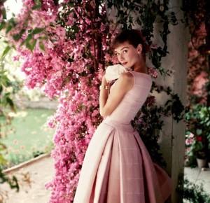 Fotos raras de Audrey Hepburn ganham exposição em Londres