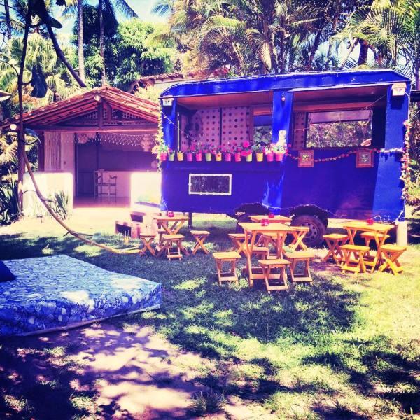 O charmoso Truck Make de Cabocla Vecchia estacionado no Quadrado, em Trancoso