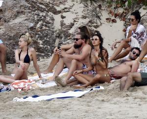 DiCaprio recebe 2015 com seu harém de modelos em St Barth